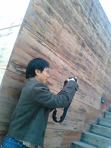 建物のディティールが良くわかる写真。NORI,撮影中。